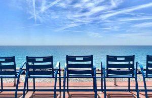 Les Chaises Bleues de Nice - Promenade des Anglais - Photo Mickael Mugnaini - Blog Mister Riviera - Ambassadeur Cote dAzur France